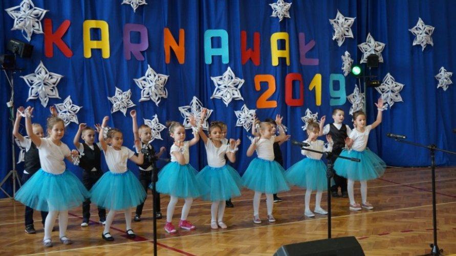 Przedszkolaki i uczniowie z koncertem noworocznym Kliknięcie w obrazek spowoduje wyświetlenie jego powiększenia